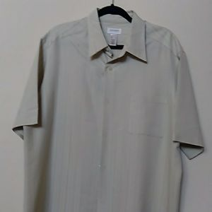 Men's short sleeve button up dress shirt